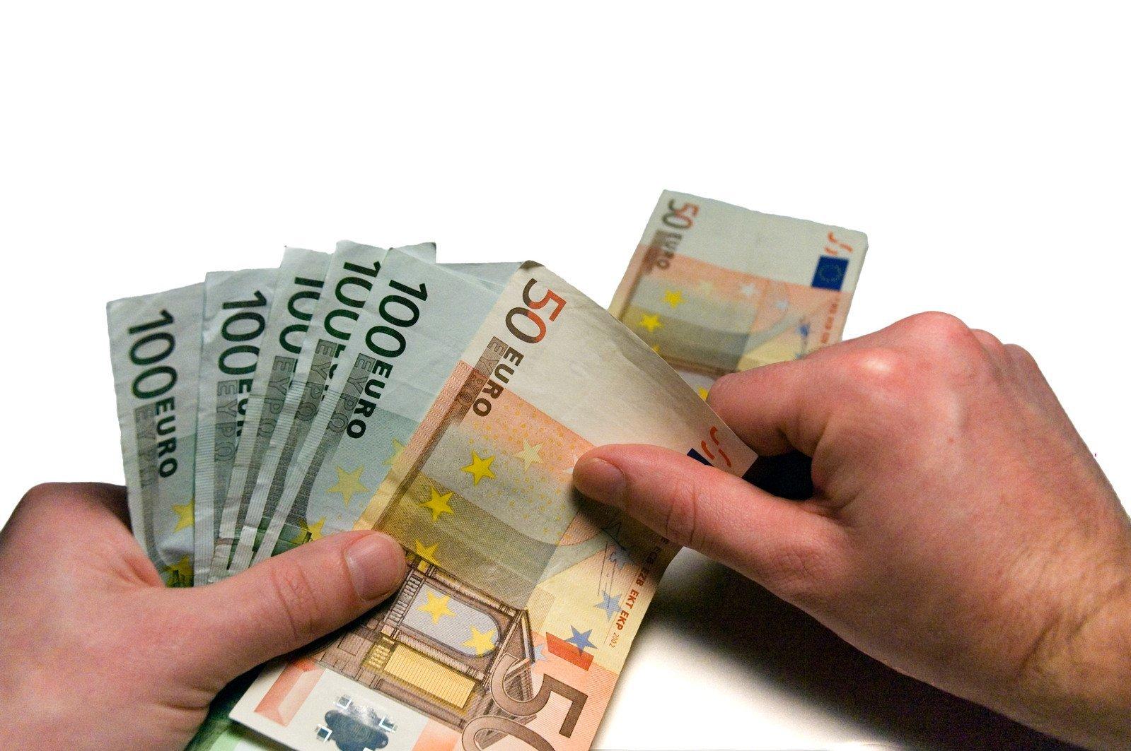 counting-money-1239201.jpg